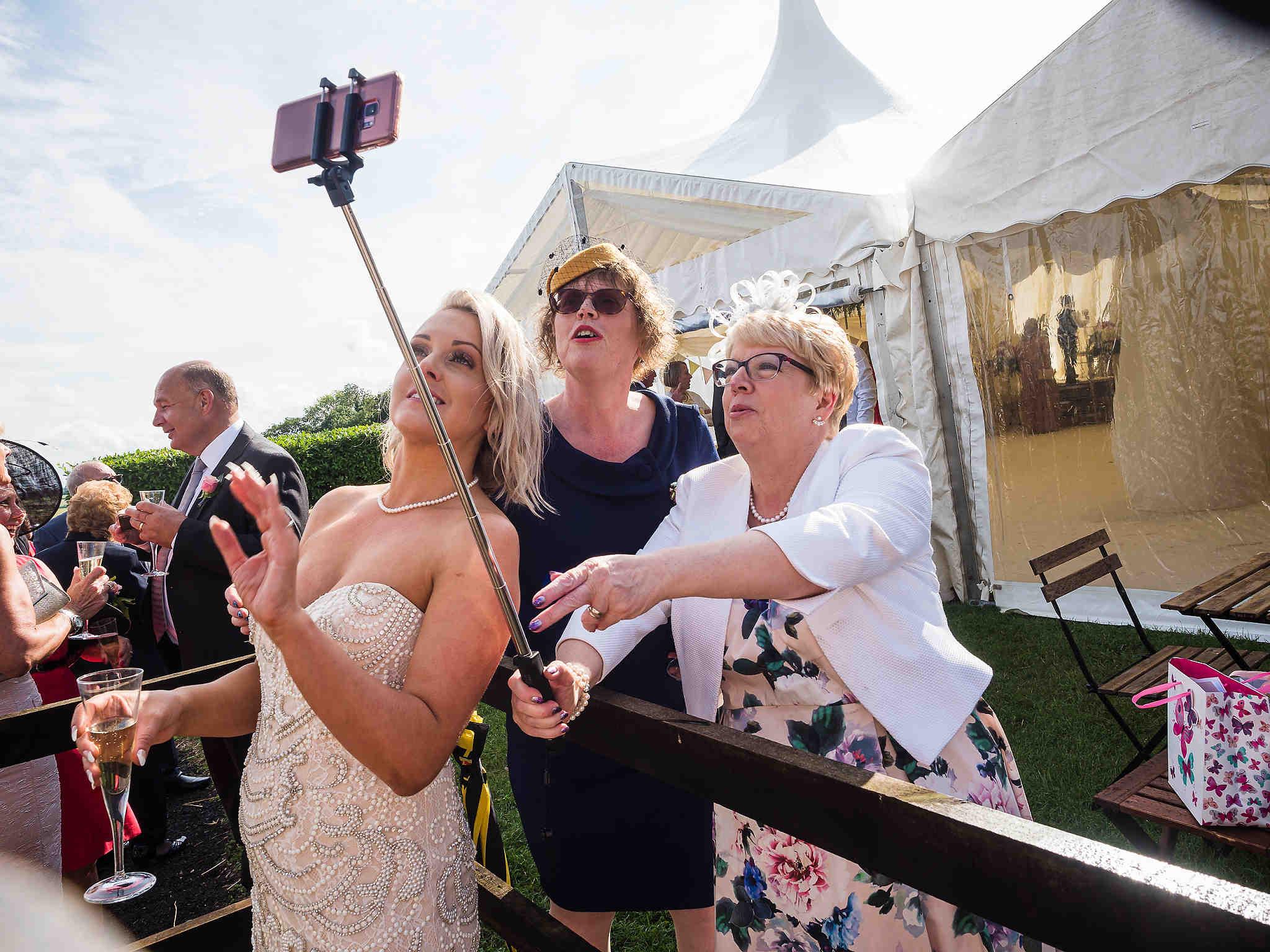 wedding photo selfie